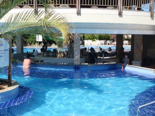 Barzinho dentro da piscina
